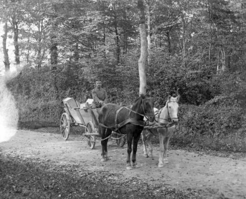 Der Dorfschmied mit Pferdegespann