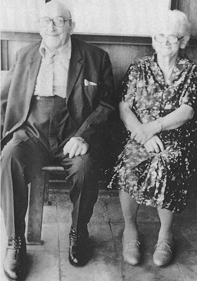 Der letzte Dorfschmied Otto Teucher mit seiner Frau