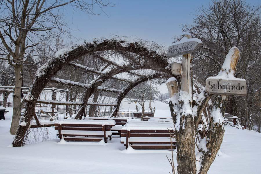 Schmiedelandhaus Greifendorf Garten im Winter